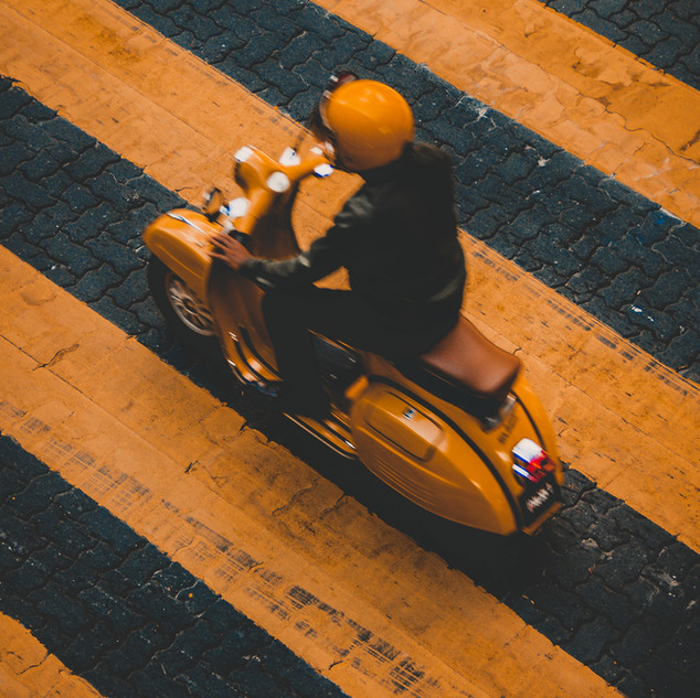 Hombre en scooter