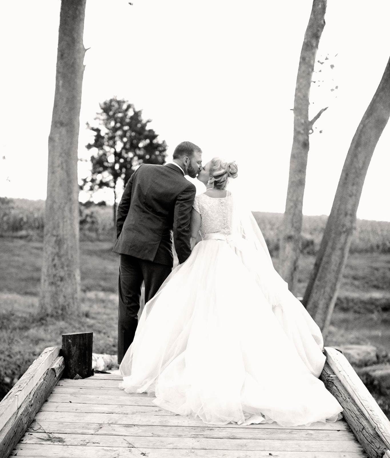 couple on mthope bride B&W