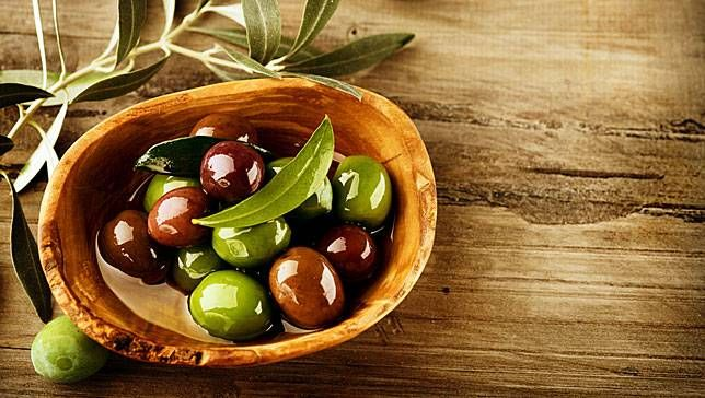 olives with background