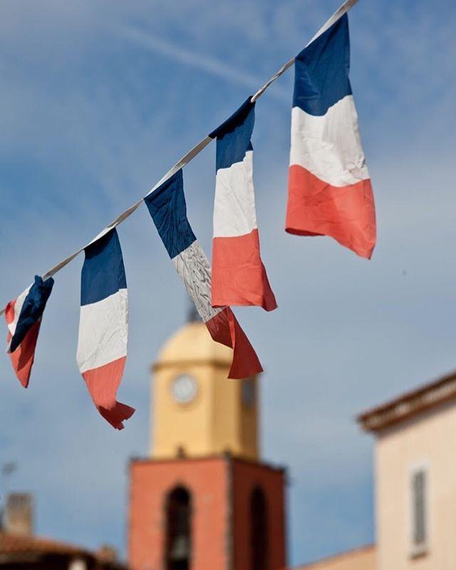 Bonjour Mon amour, let's see the city!!! 🇫🇷😍 #Santropa