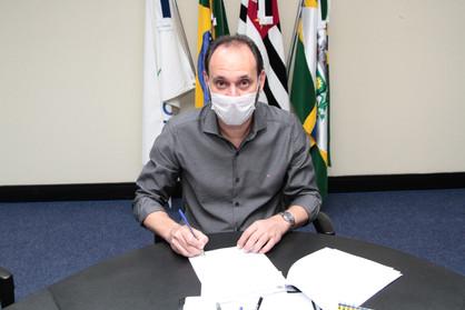 "Du Cazellato assina contrato para o maior ""Programa de Estágios"" da Prefeitura de Paulínia"