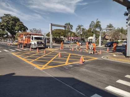 """Prefeitura dá início a pintura das """"Yellow Box"""" em todos os cruzamentos da José Paulino"""