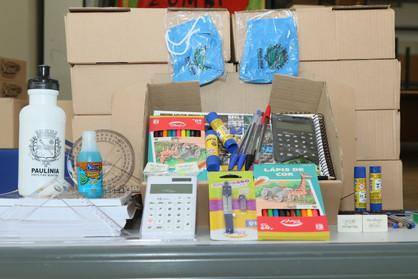 Prefeitura inicia distribuição de material escolar para alunos da rede municipal
