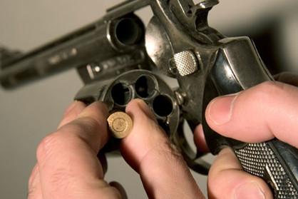 Brincadeiras com arma de fogo tiram vida de adolescente e criança na RMC