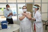 Prefeitura inicia Campanha de Imunização contra Covid-19 e vacina 80 profissionais da saúde