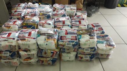 Paulínia Racing Bicicross entrega cestas básicas para alunos do Projeto Formando Cidadãos