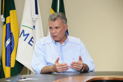 Após rejeição de embargo, saída de Dixon só depende do juiz Carlos Mendes