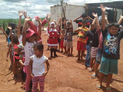 Insanos MC divisão Paulínia entregam brinquedos para crianças do Assentamento Salto Grande