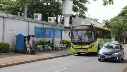 Prefeitura pretende instalar novos abrigos nos pontos de ônibus