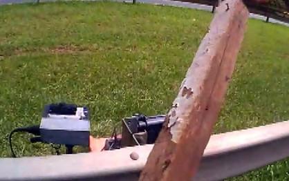 Motociclista enfurecido ataca radar móvel à pauladas na Rodovia Zeferino Vaz