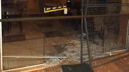 Homem é preso dentro de cozinha tentando furtar produtos de uma lanchonete