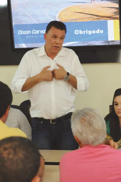 Prefeito Dixon Carvalho teve aumento de quase 50% em seu salário este ano