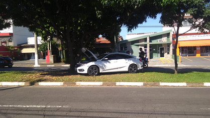 Condutor embriagado causa acidente na Avenida Getúlio Vargas