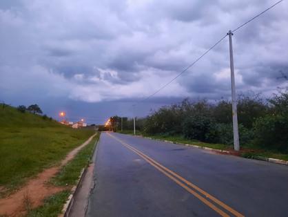 Prefeitura atende antiga demanda e Vida Nova recebe novos postes de iluminação