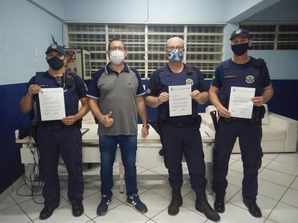Guardas Municipais recebem Certificado de Congratulação por salvarem a vida de um bebê
