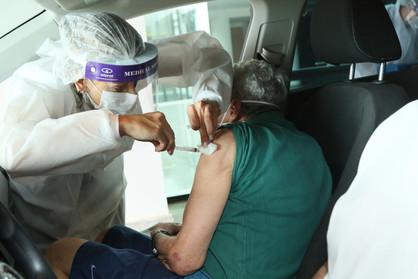 Idosos com 64 anos serão vacinados contra Covid-19 na próxima segunda-feira (26)