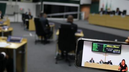 Câmara aprova proposta para trocar documentos em papel por sistema eletrônico