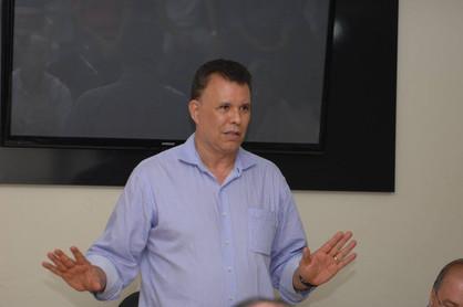 Prefeito Dixon Carvalho transferiu mais de R$ 140 milhões do orçamento para outros fins
