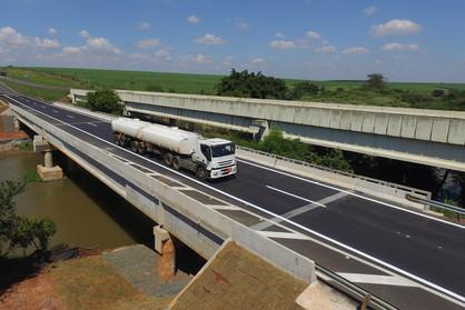 Obras de alargamento na ponte do km 134 da Rodovia Zeferino Vaz são concluídas