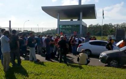 Protesto contra a reforma da Previdência afeta troca de turno na Replan