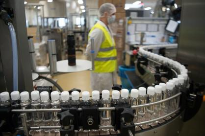 Com a falta do álcool em gel 70%, produtores de cachaça se unem para a produção e doação de mais de