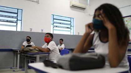 Governo de SP mantém escolas abertas para os estudantes que mais precisam mesmo na fase vermelha
