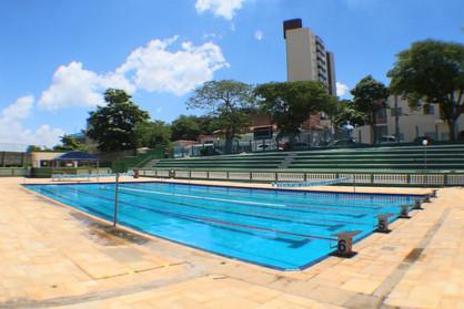 Jovens de 11 à 17 anos podem se inscrever na escolinha de natação