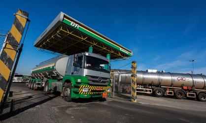 Gasolina terá redução de 4% nas distribuidoras a partir desta sexta-feira (31)