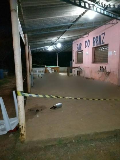 Dois irmãos são assassinados à tiros em bar após discussão