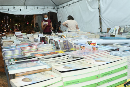 Feira Popular do Livro é prorrogada até sábado (04)