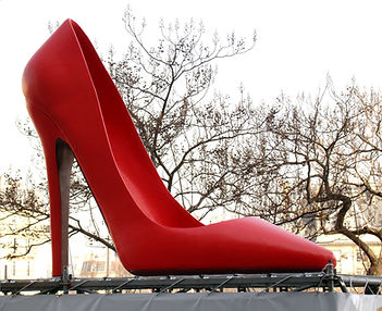 chaussure à talon geante, escarpin geante, giant high heel shoe, grande chaussure, chaussure de 3 metres, Paris, sculpture geante