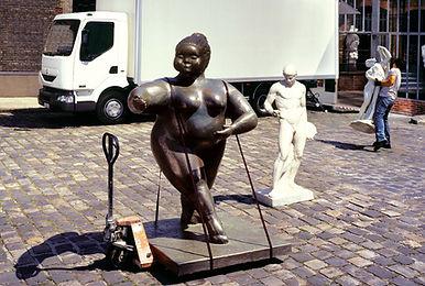 Resine bronze; statue en résine bronzée;
