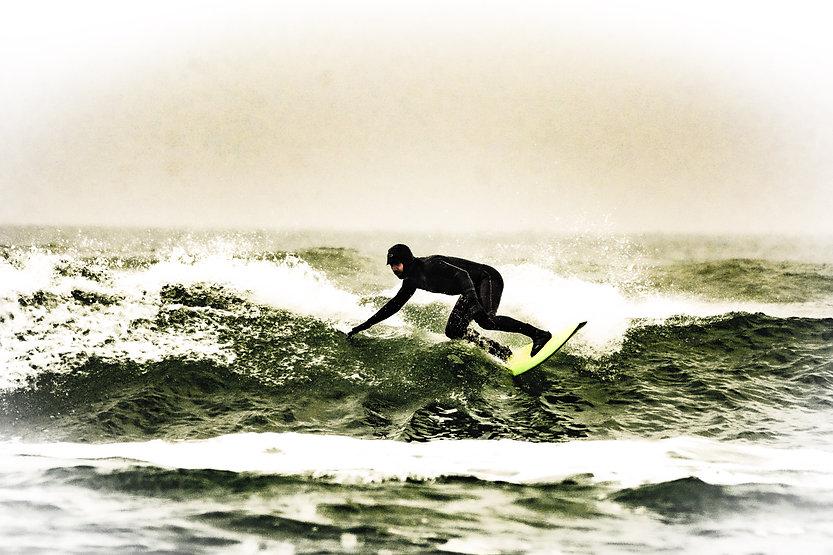 Une photo de surfeur