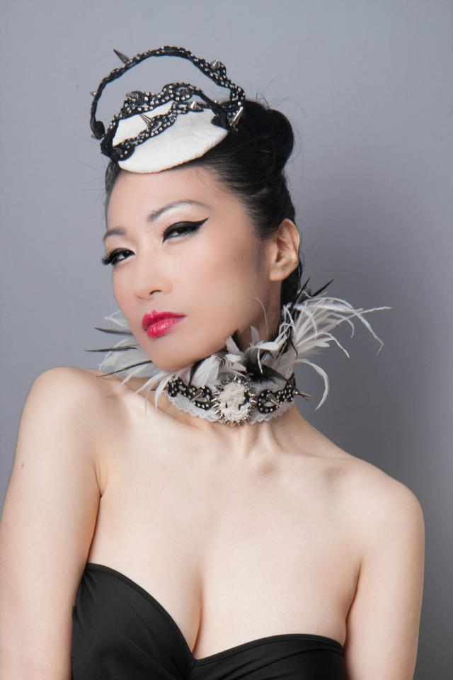 Shiverz fascinator and collar