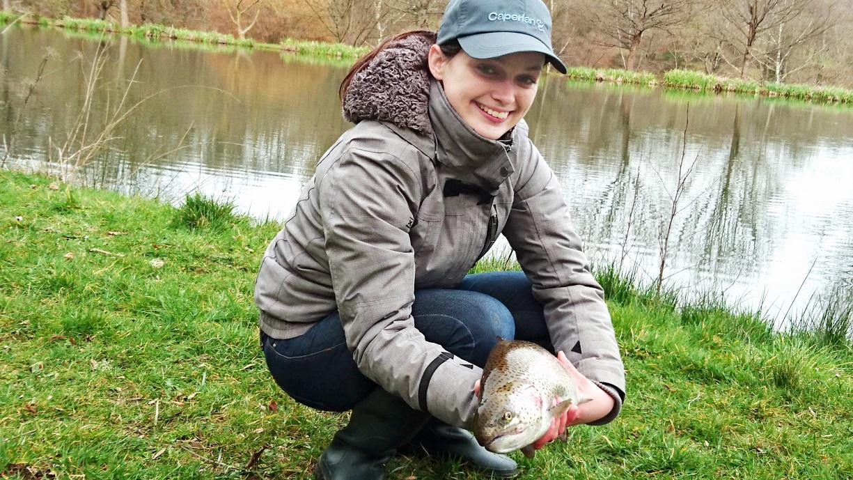 Femme_pêche_truite