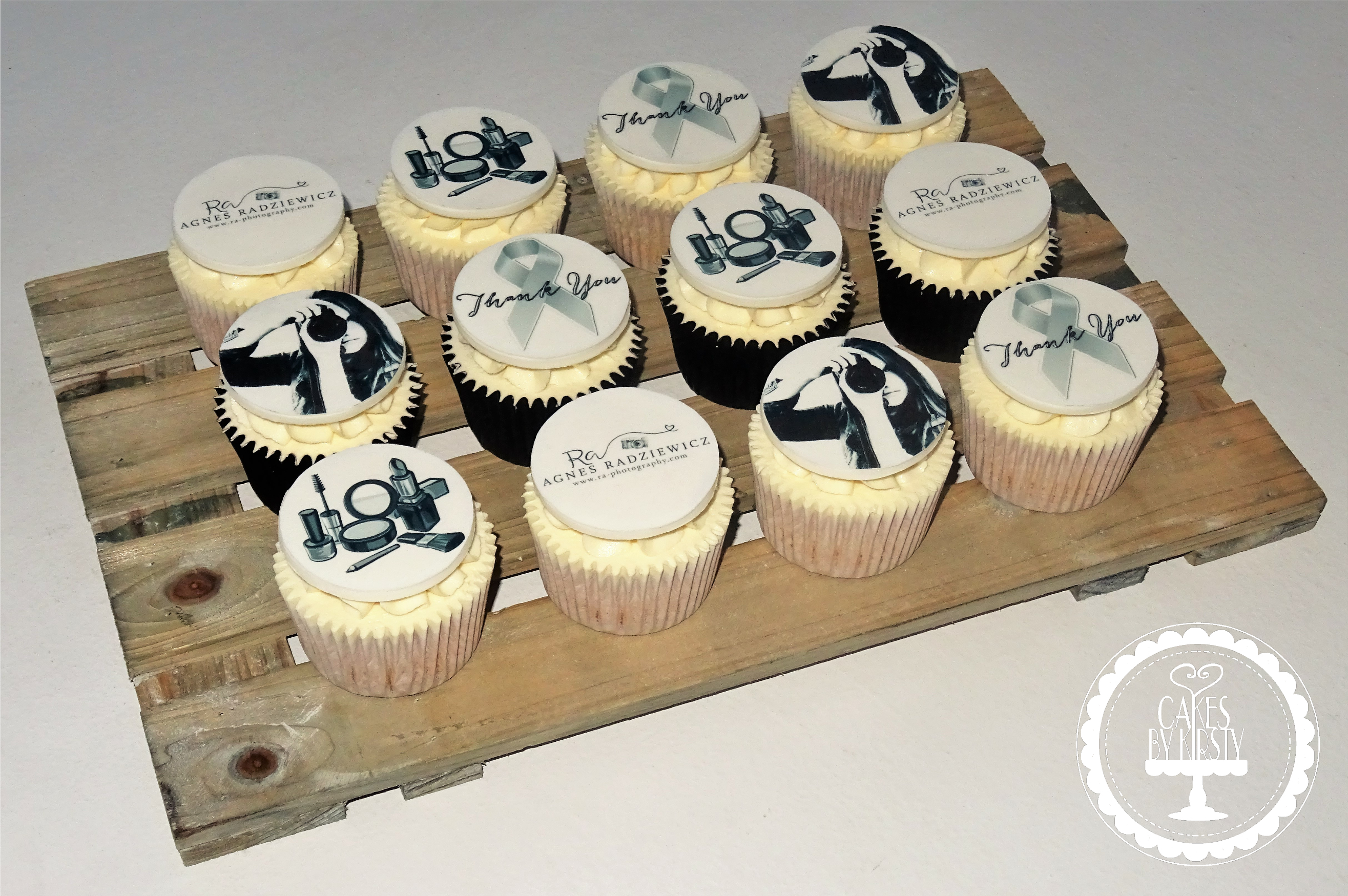 RA Photography - Logo Cupcakes