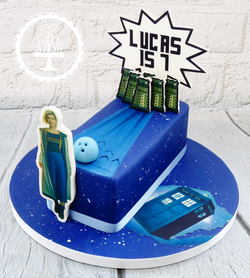 Dr Who Bowling Cake