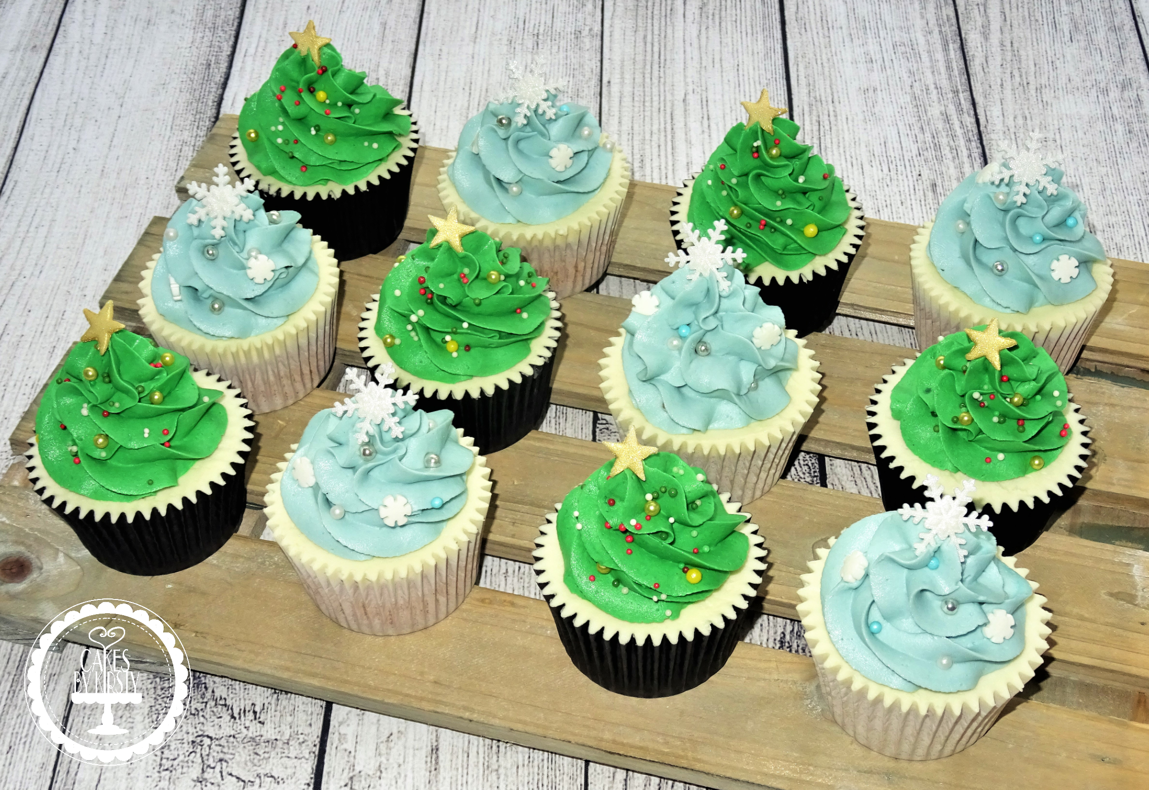 Christmas Tree and Snowflakes Cupcakes