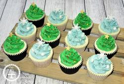 Christmas Tree and Snowflakes Cupcakes
