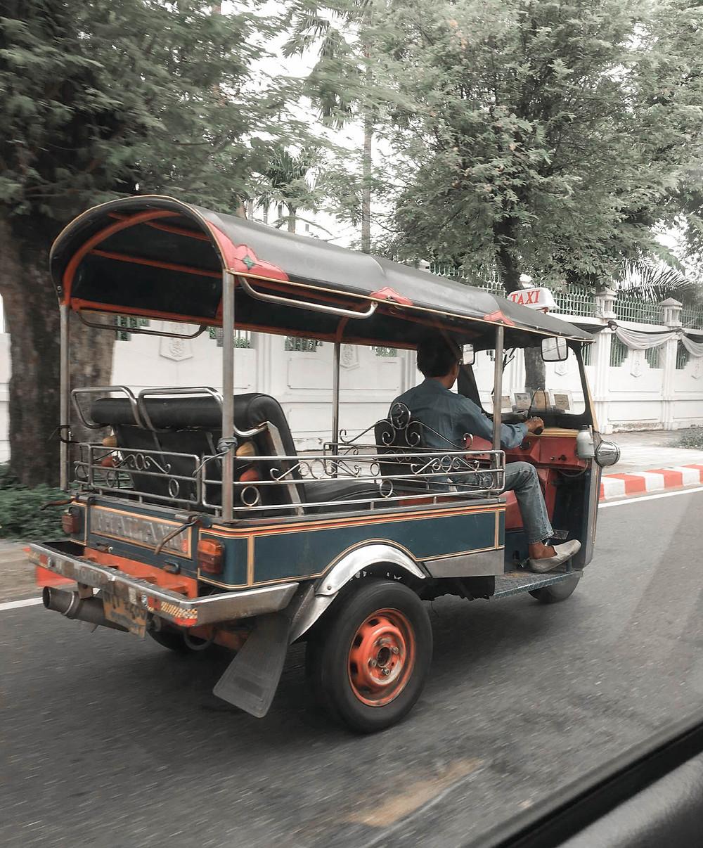 Tuk-tuk pour se déplacer à Bangkok