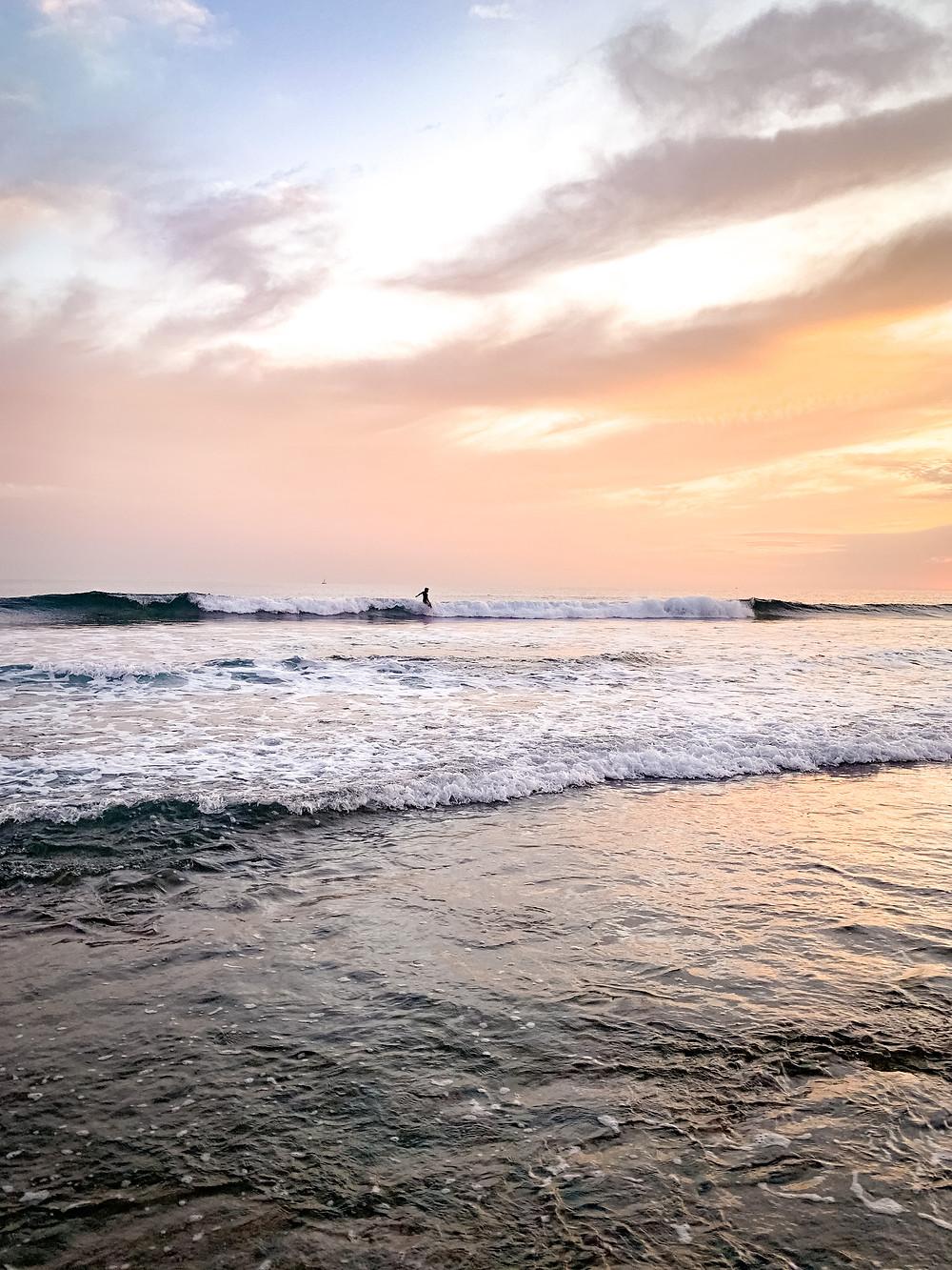 Surfeur à la plage de Las Américas - surfing - beach