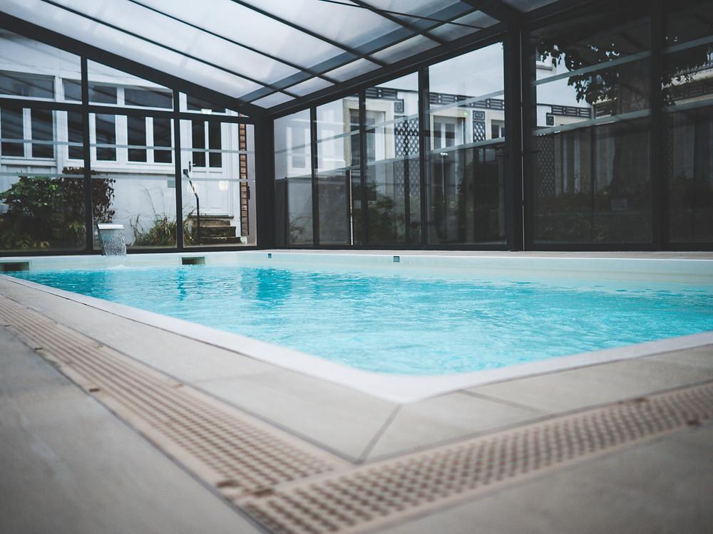 Espace détente avec sa piscine d'intérieur - super endroit - chauffé - piscine couverte - spa - hammam - sport