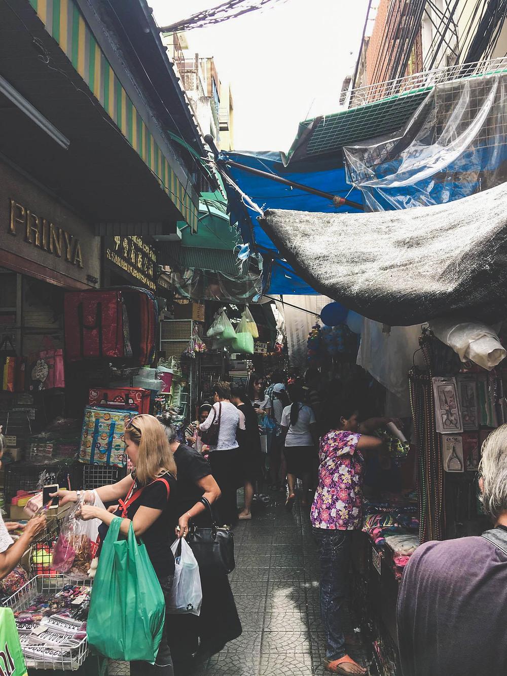 Chiner dans le dédale de commerces de Chinatown