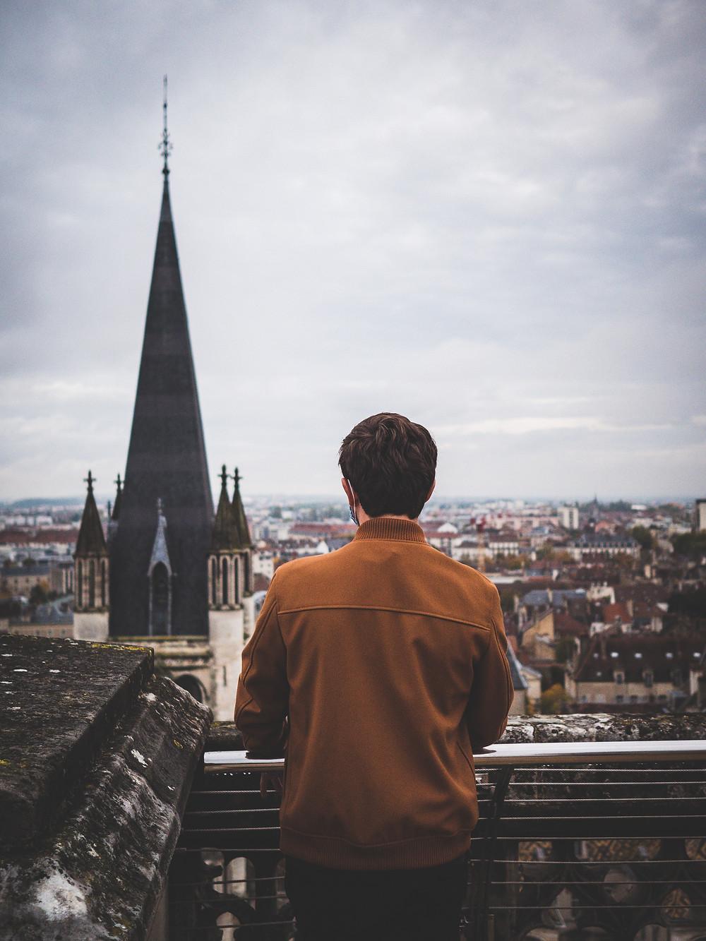 Vue depuis le sommet de la Tour Philippe Le Bon à Dijon sur la cathédrale