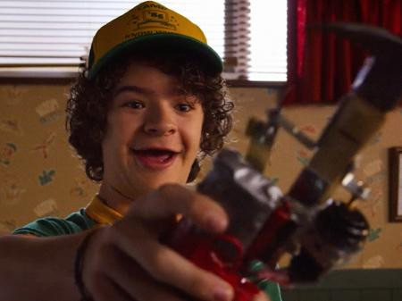 Dustin em cena da terceira temporada de Stranger Things