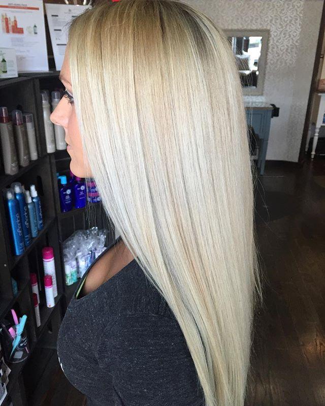Beautiful blonde locks #redkenchromatics #redkenflashlift #redkenshadeseq #hairbysarahselby #giassal