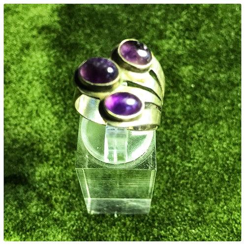 Ring, silber aus 3 lilanen Glassteinen