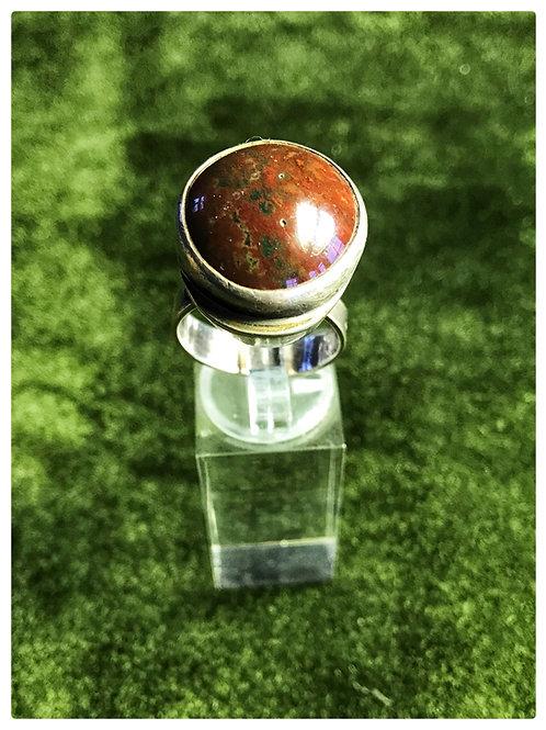 Ring, Silber mit einem sehr wahrscheinlichem braun-grünem Achat