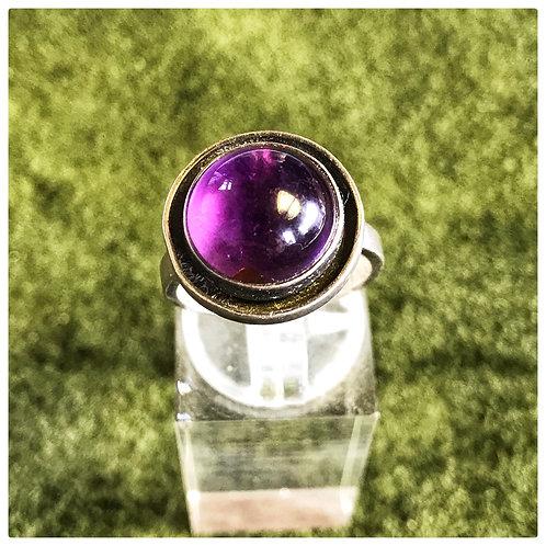Ring, Silber mit rundem Lila Glasstein