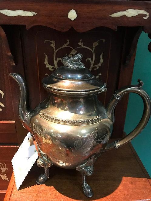Alte versilberte Teekanne